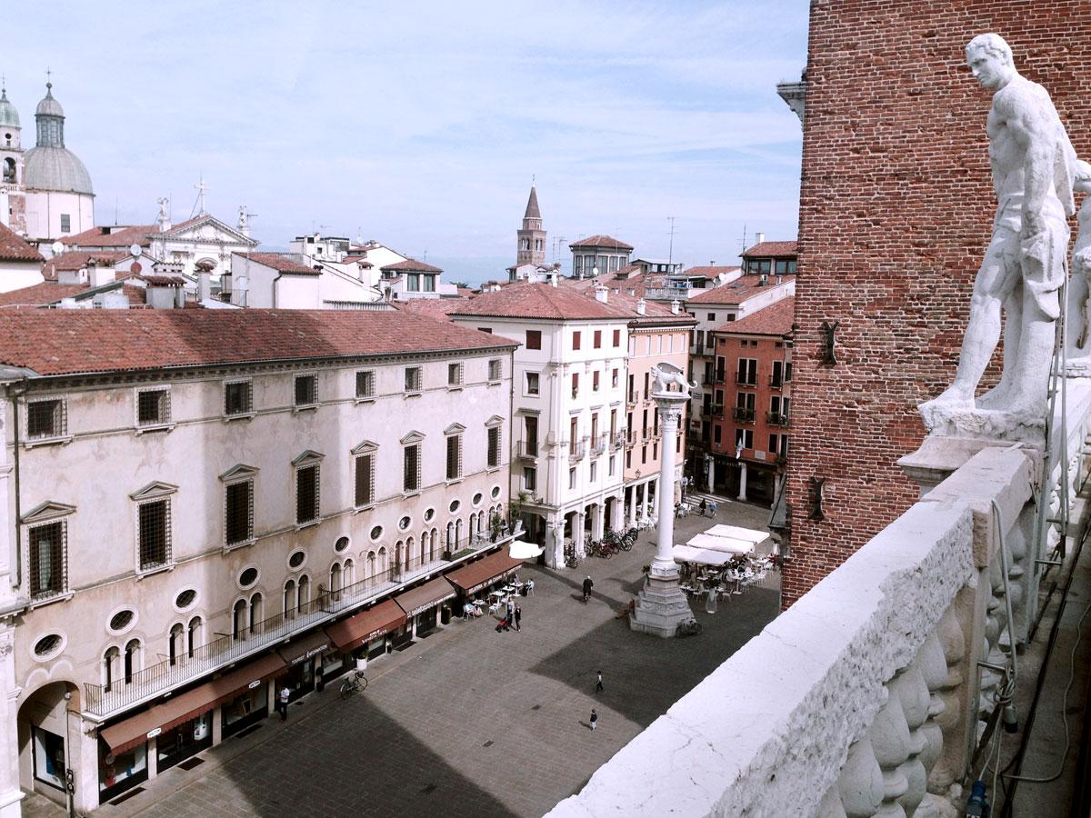 Vista piazza dei Signori dalla terrazza della Basilica Palladiana