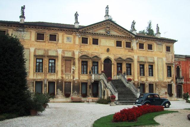 Villa Sale San Damiano Curti